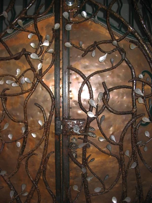 Porte-et-grille-arbre-2