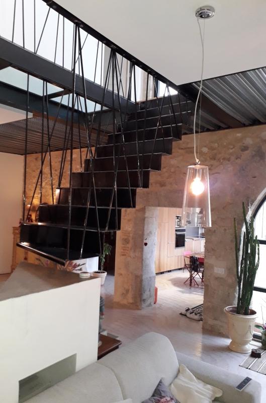 Escalier-droit-suspendu-tole-pliee-1
