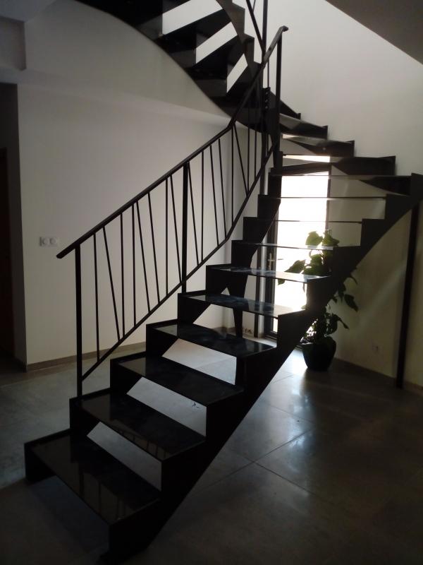 Escalier-tournant-metal-double-limon-1